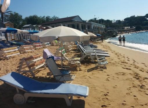 Ocupació il·legal a la platja de Sant Pol